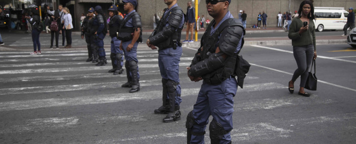 FILE: Members of the South African Police Service escort a group of COSATU members through the Cape Town CBD on 1 May 2018. Picture: Cindy Archillies/EWN
