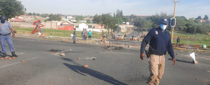 SAPS and JMPD officers on the scene at a service delivery protest in Soweto on 21 October 2021. Picture: @EWNTraffic/Twitter
