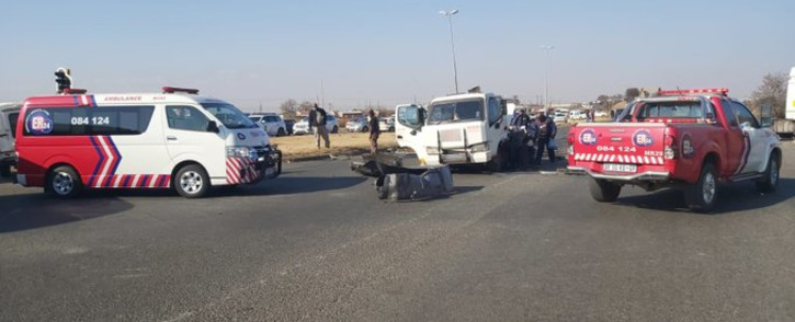 ER24 paramedics at the scene of a cash-in-transit heist in Vanderbijlpark where a security guard was shot and wounded on Thursday, 9 July 2020. Picture: ER24/Twitter