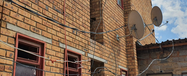 The dangerous illegally-connected cables hanging from the flats in Riverpark Alexandra. Picture: Twitter/@CityPower