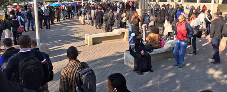"""Queues outside Sandton Gautrain station as trains between Sandton and Park Station experience technical issues Park this morning. Picture: Aki Anastasiou/EWN."""""""