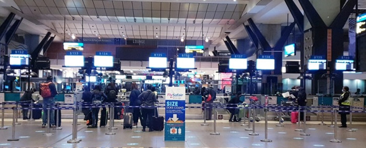 Passengers making their way to check-in points at OR Tambo International Airport for the first time since restrictions were eased under level 3 regulations for business travel. Picture: Bonga Dlulane/EWN.