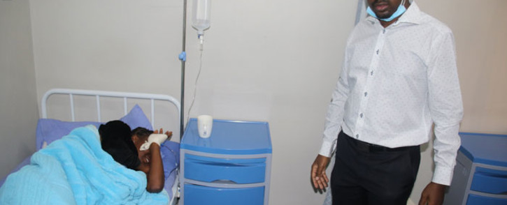 FILE: MDC leader Nelson Chamisa (right) visits one of the youth leaders in hospital on 15 May 2020. Picture: @mdczimbabwe/Twitter