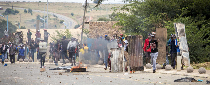 Protesters throw stones and petrol bombs at police in Krugersdorp on 22 January 2018. Picture: Thomas Holder/EWN