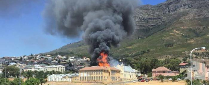 A view of the burning Holy Cross Primary School building in Zonnebloem, Cape Town. Picture: @TrafficSA/Twitter.