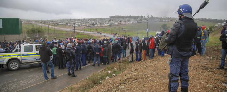 Caledon police maintained a heavy presence in Caledon on Thursday 4 April 2019 after two people were killed following service delivery protests. Picture: EWN.