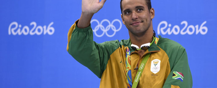 FILE: South Africa's Chad Guy Bertrand Le Clos poses with his silver medal on the podium of the Men's 200m Freestyle during the swimming event at the Rio 2016 Olympic Games at the Olympic Aquatics Stadium in Rio de Janeiro on 8 August 2016. Picture: AFP