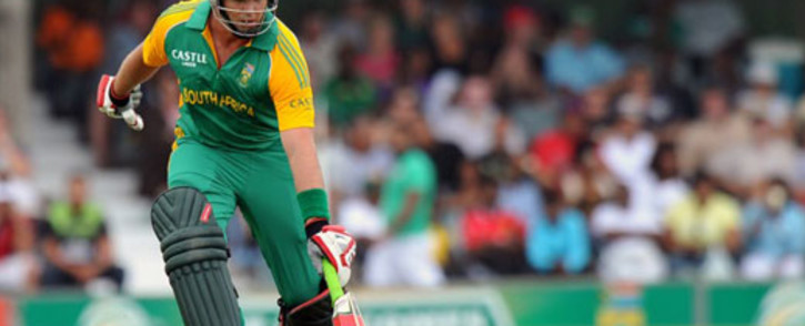 South African cricketer Jacques Kallis runs safe during the second one-day International match between South Africa and Sri Lanka at the Buffalo Park in East London on January 14, 2012. Picture: AFP.