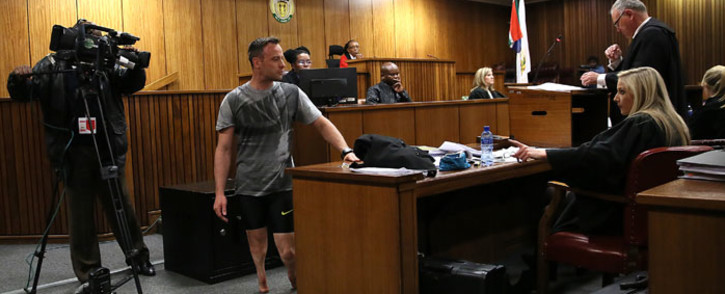Oscar Pistorius on his stumps during a demonstration in court on 15 June 2016. Picture: Pool.