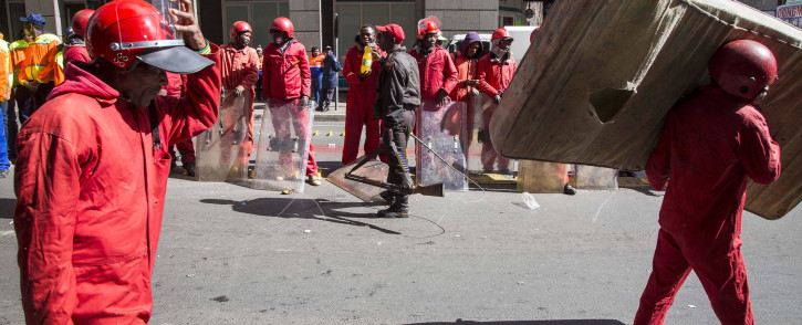 FILE: Red Ants evict residents of a block of flats on Harrison Street in Jeppestown. Picture: Thomas Holder/EWN