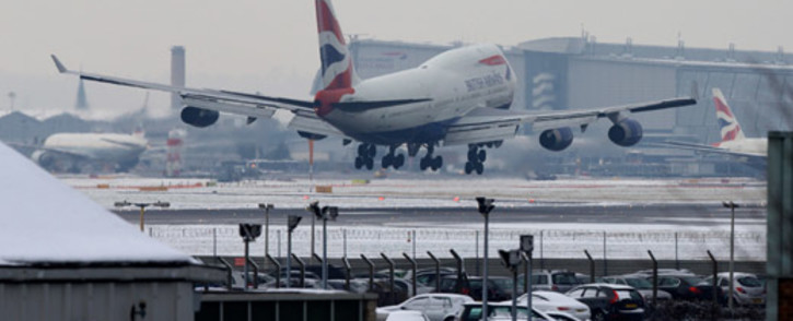 FILE: A plane lands at Heathrow airport in west London on 21 January 2013 after the airport announced further flight cancellations due to adverse weather. Picture: AFP.