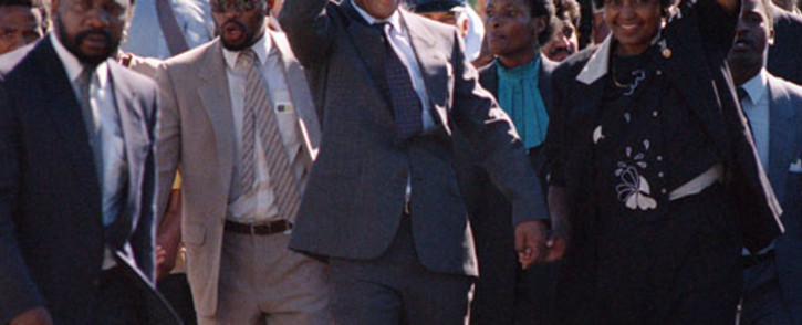 A picture taken on February 11, 1990 shows Nelson Mandela (C) and his then-wife Winnie raising their fists and saluting cheering crowd upon Mandela's release from the Victor Verster prison near Paarl. Picture: AFP