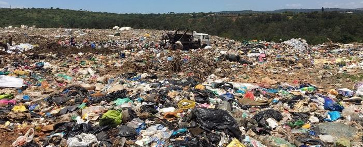 The people in some of the images can be captioned as 'waste-pickers who work at the site'. Picture: Nkosikhona Duma/EWN