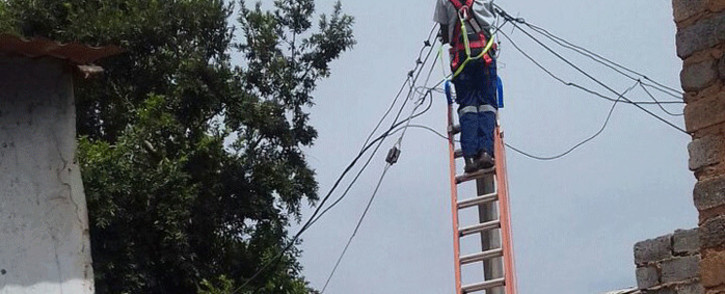 FILE: A technician disconnects illegal connections in Soweto. Picture: @AsktheChiefJMPD