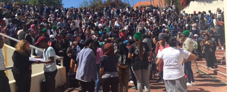 FILE: Protesting Stellenbosch University students gather outside campus. Picture: Monique Mortlock/EWN.