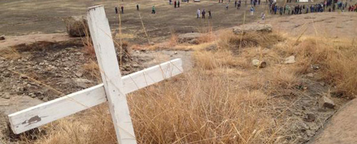 A cross erected on the Koppie after the massacre as a symbol of the lives lost two years ago in Marikana. Picture: Vumani Mkhize/EWN.