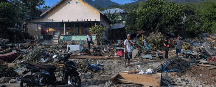 Residents sift through debris along a coastal area in Palu, Indonesia's Central Sulawesi on 2 October 2018, after an earthquake and tsunami hit the area on 28 September 2018. Picture: AFP.