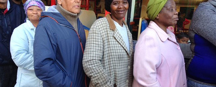 FILE: Pensioners standing in line as they wait to withdraw their monthly monies from a Sassa pay point at Shoprite in Mitchells Plain, Cape Town. Picture: Lauren Isaacs/EWN