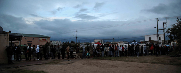As the sun starts to set over Nomzamo, Emfundisweni Pre-Primary School in Nomzamo, in the Western Cape, voters are undeterred. Picture: Cindy Archillies/EWN.