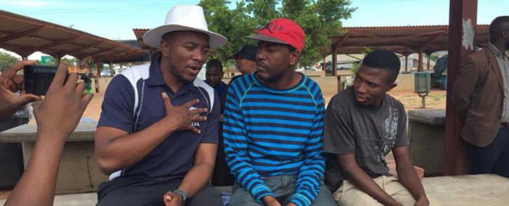 Democratic Alliance leader Mmusi Maimane speaks to youngsters in Mamelodi. Picture: @MmusiMaimane/Twitter