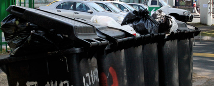FILE: Rubbish piles up on Louis Botha Avenue due to the ongoing strike action by Piki Tup. Picture: Sebabatso Mosamo/EWN