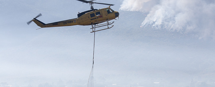 FILE: A Working on Fire chopper assists firefighters to extinguish a wildfire. Picture: Aletta Gardner/EWN.
