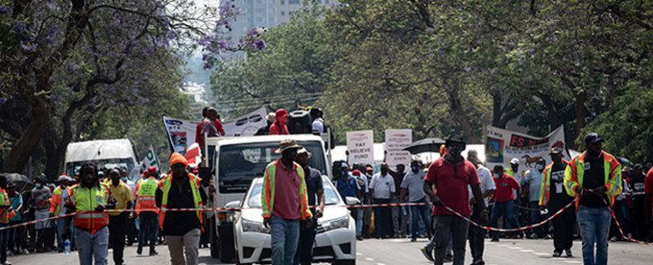 Taxi operators brought Pretoria to a standstill on 18 November 2020 as they embarked on a protest through the city. The operators marched first to the Department of Transport before making their way to the Union Buildings where they handed over a memorandum of demands to Deputy Minister in the Presidency, Thembi Siweya. Drivers and owners are demanding that Transport Minister Fikile Mbalula pay them the COVID-19 relief funds promised to them. Picture: Xanderleigh Dookey Makhaza/EWN