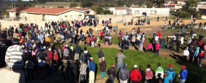 """Angry residents of Botrivier outside Hermanus in the Cape protesting the delivery of only four RDP houses. Picture: Malungelo Booi/EWN."""