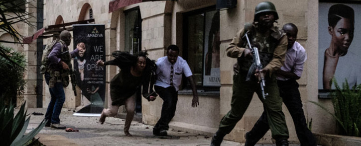 Kenyan security forces help people to escape after a bomb blast at DusitD2 hotel in Nairobi, Kenya, on 15 January 2019. Picture: AFP
