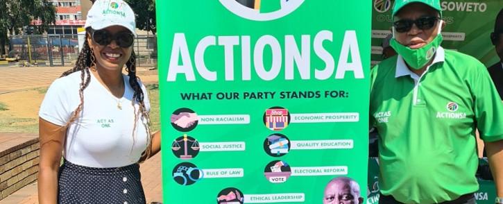 Herman Mashaba on a recruitment drive in the Joburg CBD on Saturday 24 October. Picture: Herman Mashaba/Twitter.