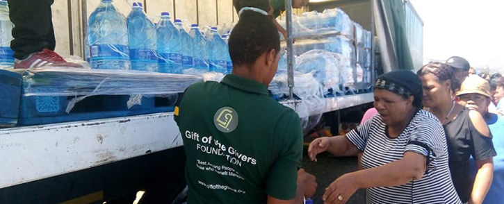 Makhanda residents queue as humanitarian aid group Gift of the Givers delivers water. Picture: facebook.com