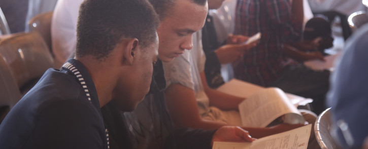 FILE: Pupils from the Leadership College in Manenberg, Cape Town review their matric results. Picture: EWN