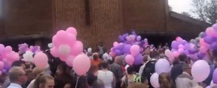 Mourners release balloons outside a church on 8 February 2019 following the funeral service of Marli Currie, one of four pupils who died when a walkway collapsed at the Hoërskool Driehoek on 1 February. Picture: EWN