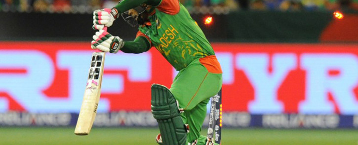 Bangladesh's Mushfiqur Rahim is bowled by Sri Lanka's Suranga Lakmal during the Pool A 2015 Cricket World Cup match between Sri Lanka and Bangladesh at the Melbourne Cricket Ground (MCG) on 26 February, 2015. Picture: AFP