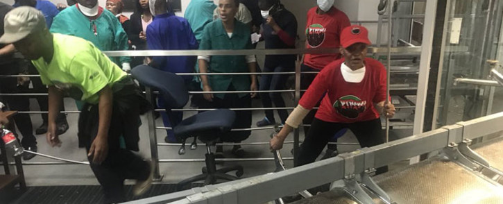 Workers at the Charlotte Maxeke Hospital in Johannesburg protest on 31 May 2018.  Picture: Christa Eybers/EWN