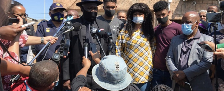 Police Minister Bheki Cele address the media along with the family of Detective Charl Kinnear (from left): Carlisle Kinnear (son, in grey)), Nicolette Kinnear (wife, in yellow) and Casleigh Kinnear (son, in maroon). Picture: Kevin Brandt/EWN