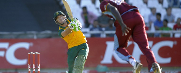 FILE: South Africa's Faf du Plessis (L) celebrates reaching a century (100 runs) during the second day of the second cricket Test match between South Africa and the West Indies at S.George Park in Port Elizabeth on 27 December, 2014. Picture: EWN.