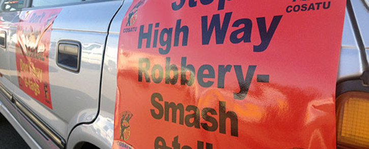 Cosatu members prepare for the drive-slow protest on 31 May 2013 by attaching anti-e-toll banners onto their cars. Picture: Christa van der Walt/EWN