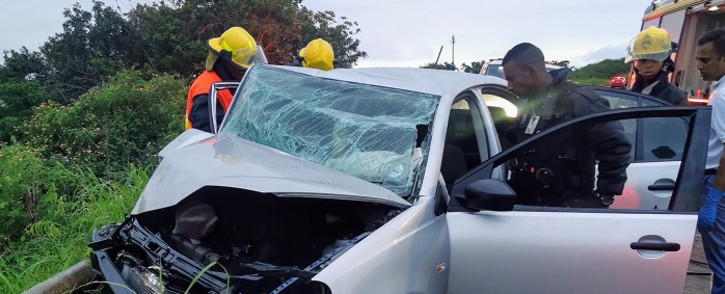At approximately 04:25 a member of Reaction Unit South Africa was on patrol in the area when he came across the collision involving a Nissan NP 200 bakkie and a VW Polo. Picture: @ArriveAlive/Twitter