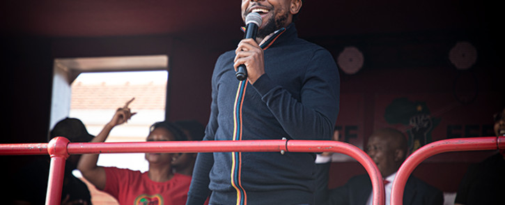 EFF MP Mbuyiseni Ndlozi addressing a crowd of EFF supporters outside the Randburg Magistrates Court on 28 October 2020 where he and EFF leader Julius Malema are on trial for allegedly assaulting a police officer in 2018. Picture: Xanderleigh Dookey/EWN.