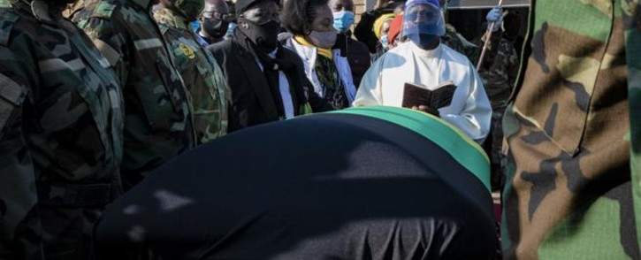 Members of the South African National Defence Force and a priest are seen around Andrew Mlangeni's coffin. Picture: Kayleen Morgan/EWN.