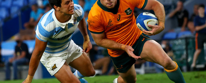 Australia's Andrew Kellaway (R) runs with the ball as Argentina's Guido Petti tries for a tackle during the Rugby Championship match in Gold Coast on 2 October 2021. Picture: Patrick Hamilton/AFP