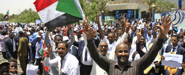 FILE: Sudanese protesters gather during a demonstration outside the central bank in Khartoum on 29 May 2019. Picture: AFP