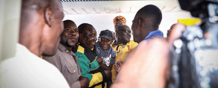 President Cyril Ramaphosa interacts with commuters at Mabopane train station in Soshanguve. Picture: Abigail Javier/EWN.