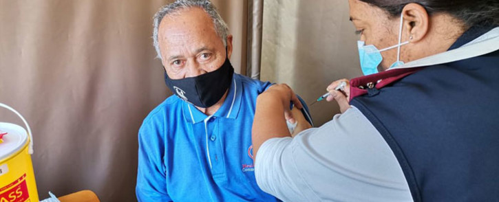 Ernest Adonis (78), from Bellville, receives his COVID-19 shot at the Karl Bremer Hospital in Cape Town on 17 May 2021. Picture: Kevin Brandt/Eyewitness News