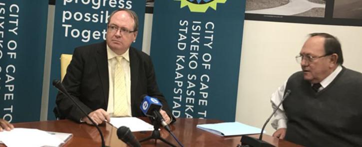 FILE: Cape Town deputy mayor Ian Neilson (left) addressing the media. Picture: Monique Mortlock/EWN