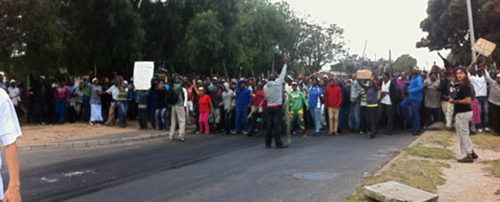 Striking farmworkers gathered in Pineview, Grabouw, to protest for better wages on 9 January 2013. Picture: Rahima Essop/EWN