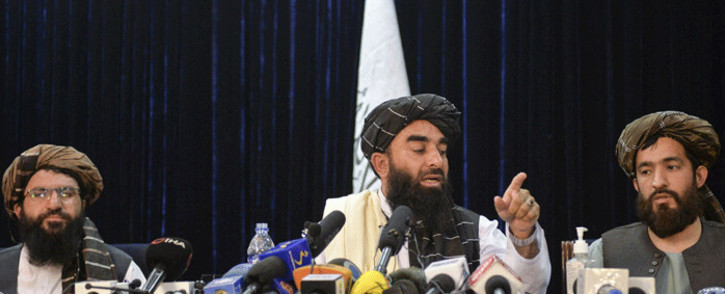 Taliban spokesperson Zabihullah Mujahid (C) gestures as he addresses the first press conference in Kabul on 17 August 2021 following the Taliban stunning takeover of Afghanistan. Picture: Hoshang Hashimi/AFP