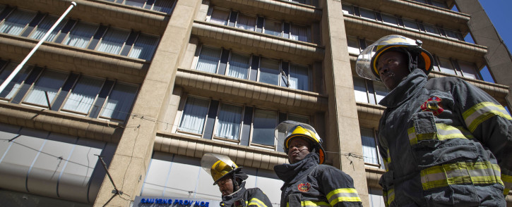 FILE: Firefighters stand in front of the Bank of Lisbon building where 3 of their colleagues died while trying to extinguish a fire. A memorial service was held for the firefighters on 12 September 2018. Picture: Christa Eybers/EWN