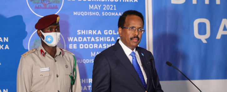 FILE: Somalia's President Mohamed Abdullahi Mohamed (right), known as Farmajo, speaks during a closing ceremony after reaching an agreement with state leaders over the terms of a new election, at the National Consultative Council on Elections in Mogadishu, Somalia, on 27 May 2021. Picture: Abdirahman Yusuf/AFP